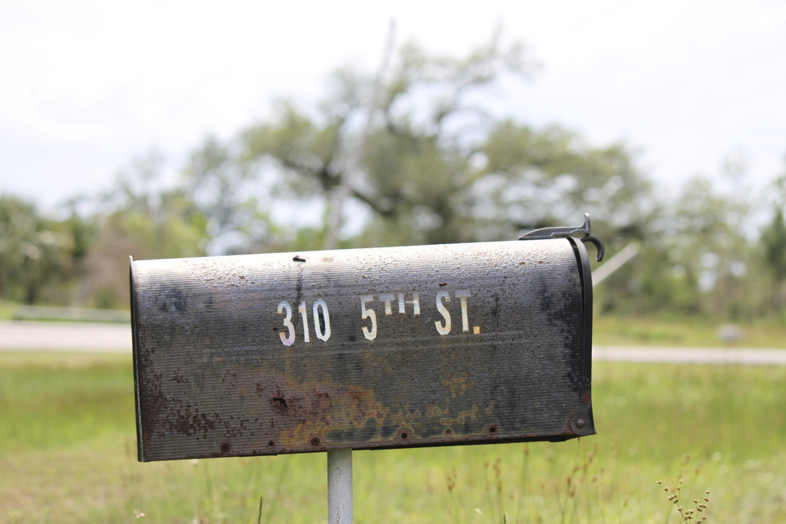 _absolutely_free_photos_original_photos_old-mailbox-on-meadow-5184x3456_25512